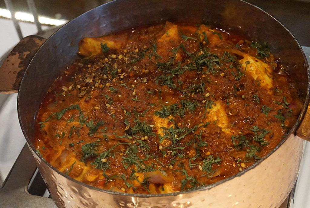กาไดปานีร์ (Kadhai Paneer) แกงชีสสดใส่ผัก
